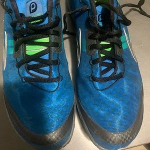 Brooks Pure connect running shoes sz 10